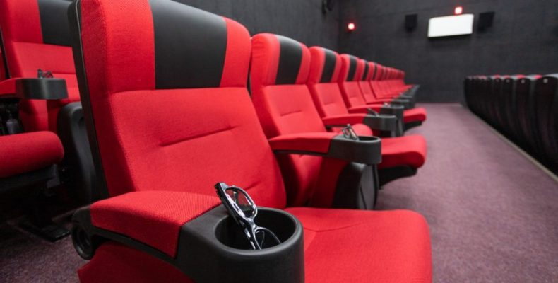 Где смотреть последние фильмы, когда кинотеатры закрыты?